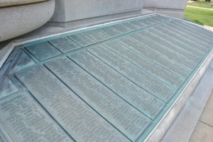 The bronze tablets listing the names of Morgan County soldiers.